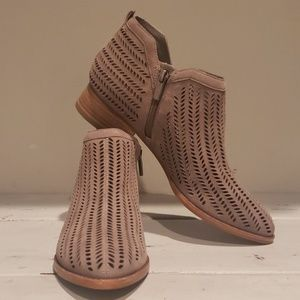 NWOT Vince Camuto Cammy ankle bootie